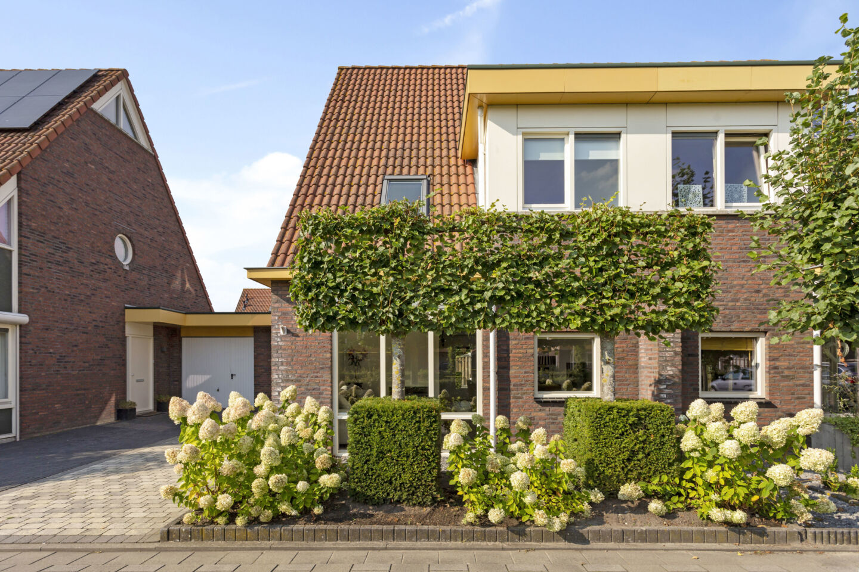 7271-plein_40-45_4-steenbergen-1179607547